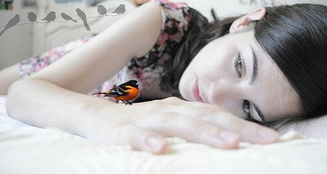 Flicka och fågel