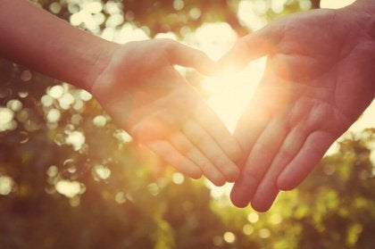 Solljus och händer