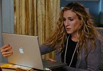 Carrie vid datorn