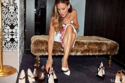Carrie provar skor