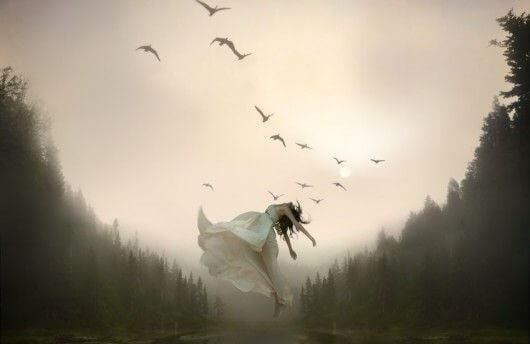 Kvinna och fåglar