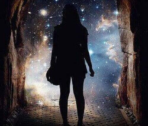 Kvinna i tunnel
