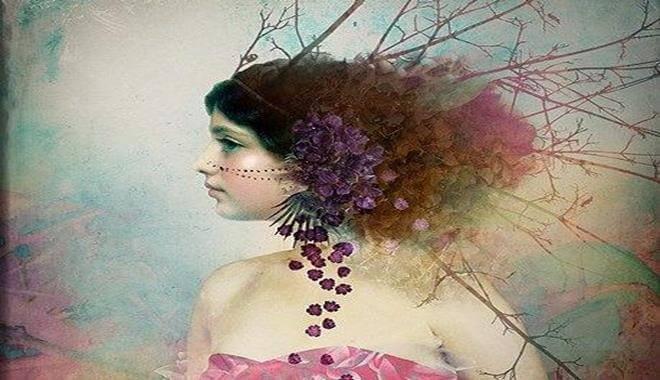 Kvinna med växter i håret