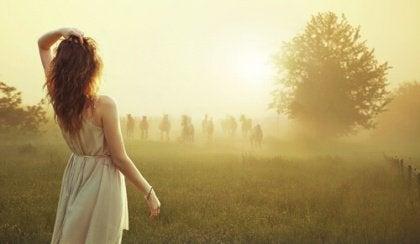 Kvinna i dimma