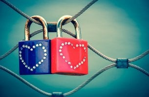 Hänglås med hjärtan