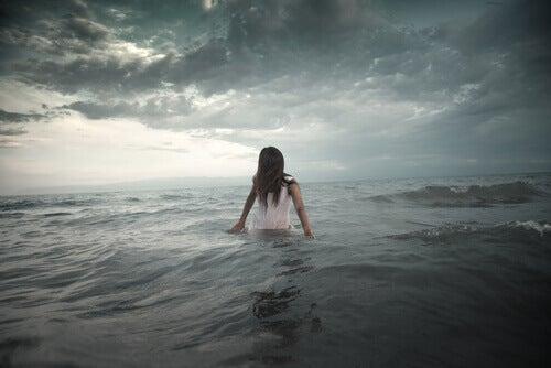 Kvinna i havet