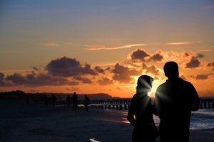Par i solnedgång