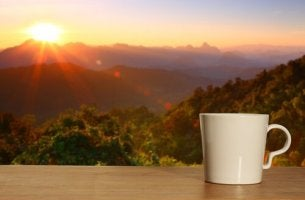 Kaffekopp i soluppgång