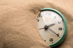 Klocka i sand