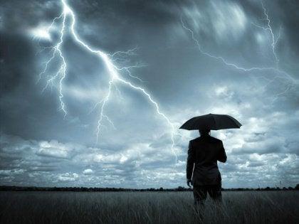 Man med paraply