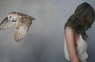 Kvinna och uggla