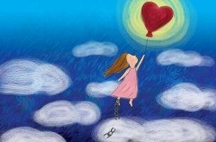 Flicka med hjärteballong