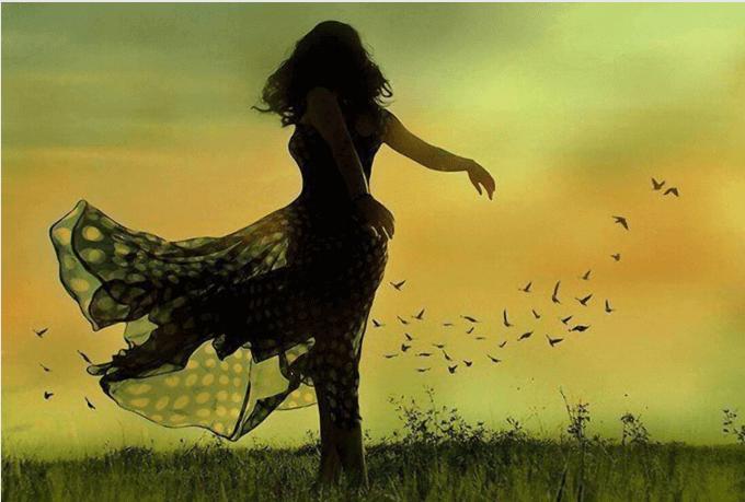 Kvinna på fält