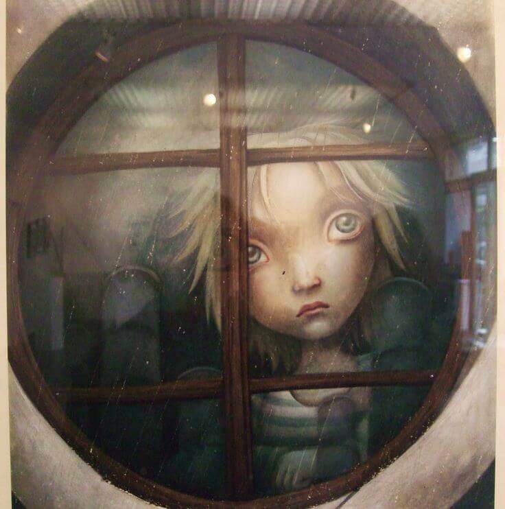 Pojke tittar i fönster