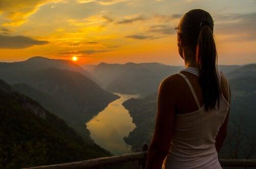 Solnedgång över flod