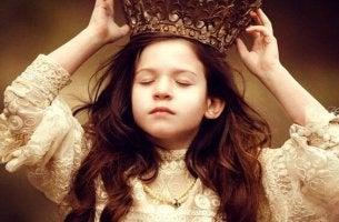 Flicka med krona