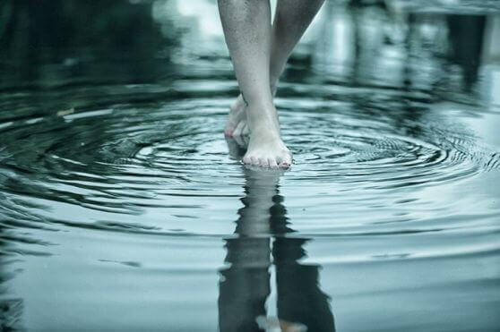 går på vatten