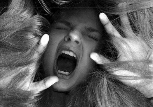Skrikande kvinna