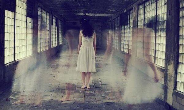 Spöklik kvinna