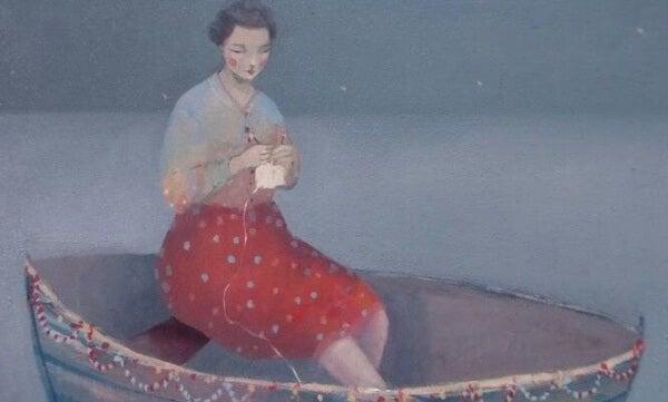 Stickande kvinna i båt