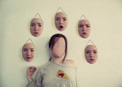 Upphängda ansikten