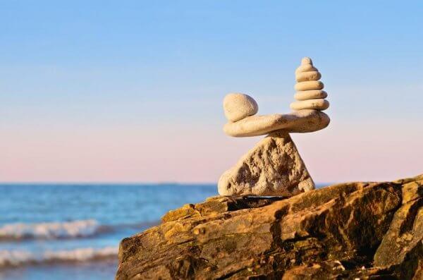 Balanserade stenar