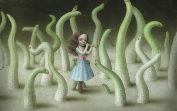 Flicka bland ormar