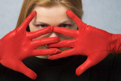 Kvinna med handskar