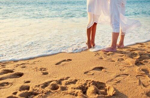 Par på stranden