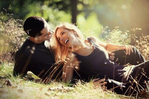 Skrattande par