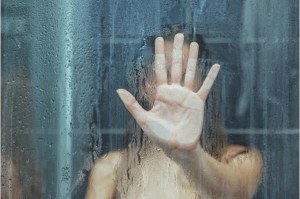 Ensam i duschen