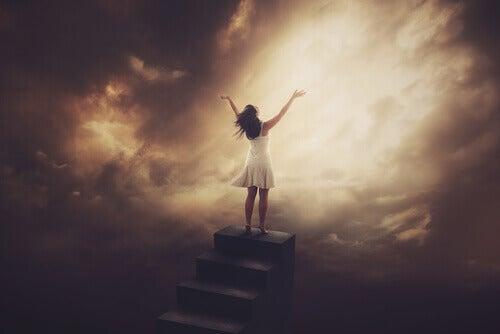 Kvinna på trappa