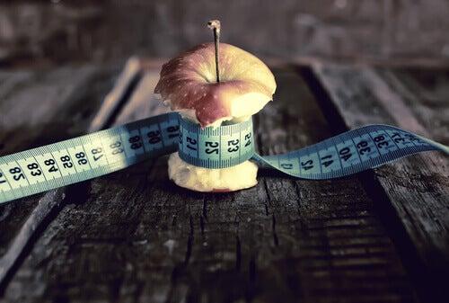 Måttband runt äppleskrutt