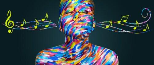 Färgglad kvinna och musik