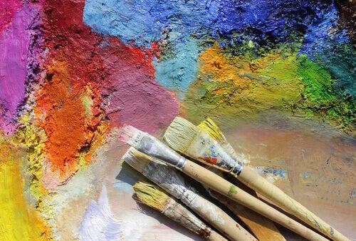 Penslar och färg