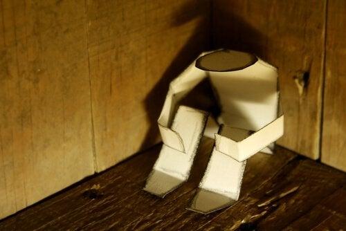 Sittande pappersdocka