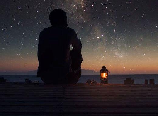 Man under stjärnhimmel