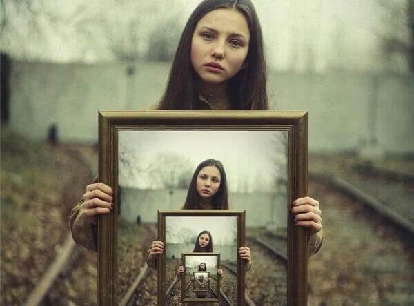 Vad du har definierar dig inte, den du är definierar dig