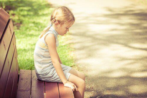 Ensam flicka