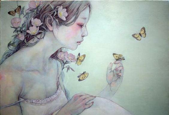 Fjärilar vid kvinna