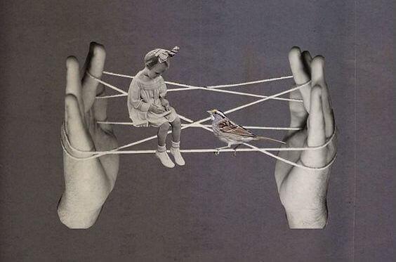 Flicka mellan händer
