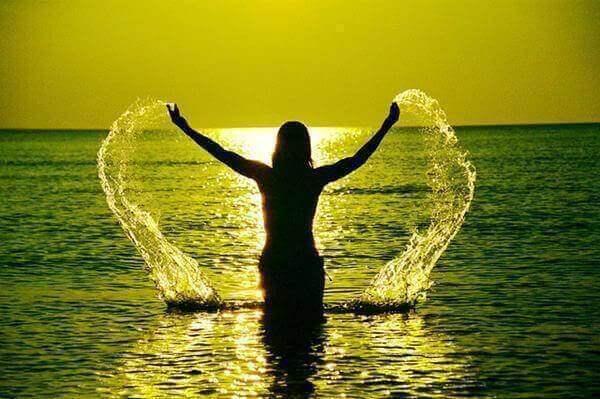 Kvinna i vatten