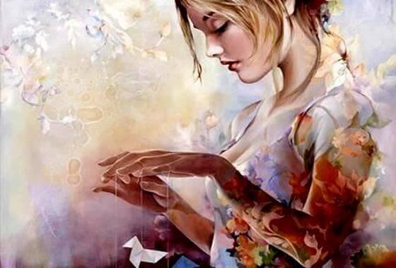 Kvinna med pappersfågel