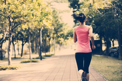 Löpande kvinna