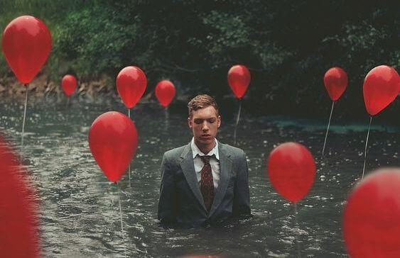Man bland ballonger