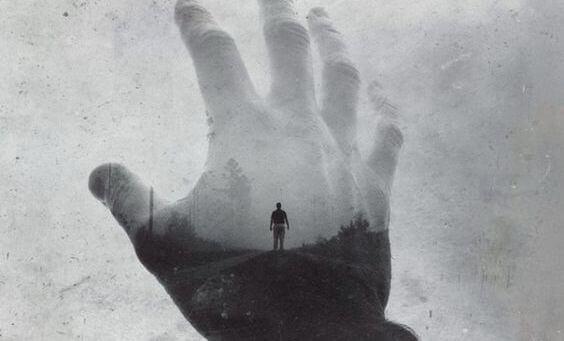 Person i hand