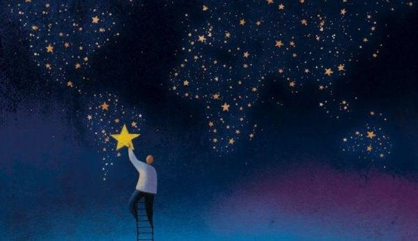 Person plockar stjärna