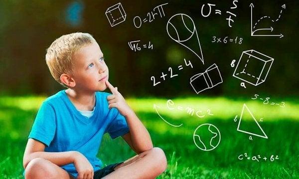 Pojke tänker på geometri