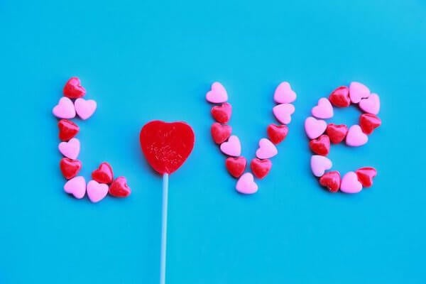 Vad döljer omöjlig kärlek?