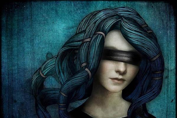 Kvinna med ögonbindel